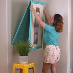 Christmas DIY 🎅🎄snowflakeShort on space? This DIY Turns Wall Art Into A TableDIY desk for home office Murphy Table Home Crafts, Home Projects, Diy And Crafts, Projects To Try, Wooden Crafts, Diy Home, Creative Crafts, Fun Crafts, Table Murphy