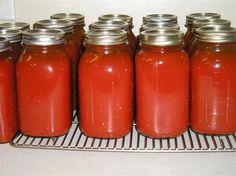 A step-by-step tutorial showing how easy canning tomato juice really is! Homemade Tomato Juice, Canning Tomato Juice, Tomato Juice Recipes, Healthy Juice Recipes, Canning Tomatoes, Detox Recipes, Easy Canning, Home Canning, Canning Recipes