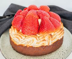 Pistachio Cake, Danish Food, Food Cakes, Cake Recipes, Cake Decorating, Cheesecake, Deserts, Sweets, Bread
