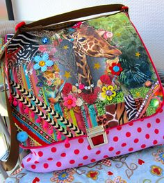 I love this fabric! Bube Taschenspieler-CD by farbenmix. Diy Purse, Tote Purse, Crazy Patchwork, One Bag, Vintage Fabrics, Sewing Hacks, Kitsch, Bunt, Giraffe
