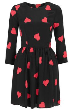 The Fashionable Housewife - http://www.thefashionablehousewife.com/01/2013/5-winter-fashion-must-haves/