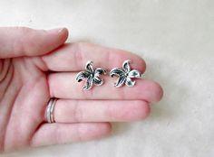 Silver Starfish Earrings. Nautical Jewelry. Cute by PiggleAndPop