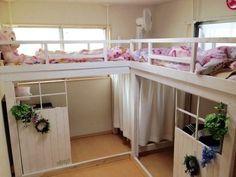家族6人 子ども4人 でも、部屋数が足りない為 1人部屋には してあげられないので、考えたのが個人スペースも確保したロフトベッド♡