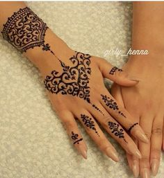 henna and nails image Pretty Henna Designs, Henna Tattoo Designs Simple, Arabic Henna Designs, Unique Mehndi Designs, Mehndi Designs For Fingers, Henna Tattoo Hand, Hand Tattoos, Henna Mehndi, Mehendi