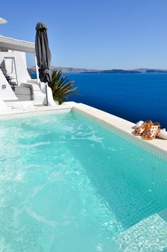 A private infinity pool at the Katikies Hotel in Santorini, Greece