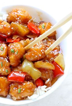 A Sweet and Sour Chicken recipe you can easily make right at home! - A Sweet and Sour Chicken recipe you can easily make right at home! And yes, it tastes a million times better (and healthier) than take-out! Asian Recipes, Beef Recipes, Chicken Recipes, Cooking Recipes, Cooking Icon, Cooking Pasta, Cooking Oil, Mexican Recipes, Copycat Recipes