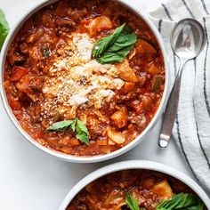 Try this comforting and healthy slow-cooker lasagna soup made with gluten-free lasagna noodles, dairy-free cheese, ground beef and vegetables. Healthy Slow Cooker, Healthy Crockpot Recipes, Healthy Dinner Recipes, Whole Food Recipes, Free Recipes, Slow Cooker Lasagna, Lasagna Soup, Lasagna Noodles, Lasagna Recipes