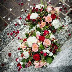 Splendidi #fiori per augurarvi buona serata   #Event_ualmente #weddingplanner #bouquet #allestimento #matrimonio #Lecco