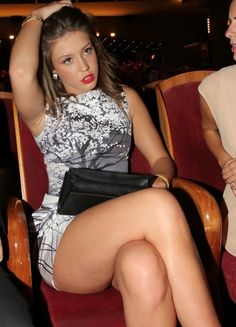 Adele Exarchopoulos: doesn't she look like she wants to kill the next person who takes her photo or asks for anything?