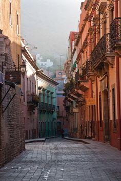 @GuanajuatoEd Hermosas Calles de Guanajuato... Visitanos!!! Foto by Gerardo Aguilar.