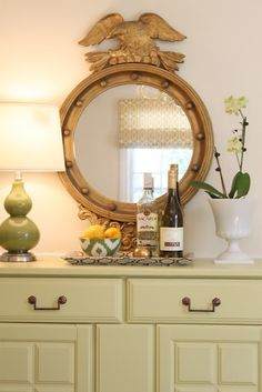 i like this mirror - like the one Deedee had in the dining room :)