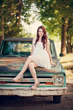 Katelyn rocked her vintage senior session with this old truck Truck Senior Pictures, Vintage Senior Pictures, Summer Senior Pictures, Senior Photos Girls, Senior Girls, Old Truck Photography, Headshot Photography, Teen Photo Shoots, Senior Photo Shoots
