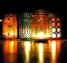 frascos de vidrios se transforman en veladoras de estilo marroqui