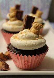 Peanut Butter S'Mores Cupcakes | Suitcases & Sweets