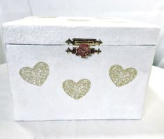"""Boite coffret blanc cartonnage """"coeurs"""" fait main - Urne de mariage, fiançailles - Coffret cadeau carton - Recyclage - boite à messages, par cadeaumagique sur Etsy https://www.etsy.com/fr/listing/266188980/boite-coffret-blanc-cartonnage-coeurs"""