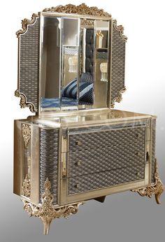 Vintage Furniture, Furniture Design, King Bedroom Sets, Farmhouse Fireplace, Dressing Tables, Bedroom Designs, Liquor Cabinet, Beds, Luxury