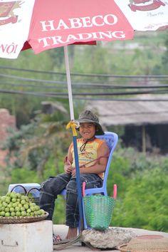 Gamin vendeur de fruits