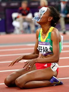 Ethiopia's Meseret Defar holds up a picture to her face after she won gold in the women's 5,000-meter final.