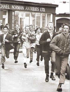 Bootboys, skinheads, suedeheads at football. Chelsea Fans, Chelsea Football, Football Fans, Mod Fashion, Punk Fashion, Skinhead Boots, Skin Head, Football Casuals, Jamaican Music