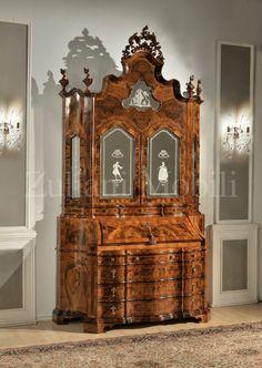 Trumeau, legno massiccio, intagli fatti a mano, vetro con intarsi a mano