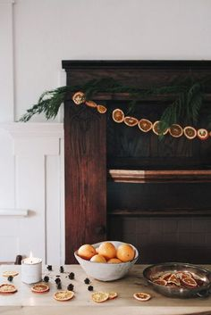 my scandinavian home: 10 Simple DIY Christmas Decorations Made From Nature! Orange garland my scandinavian home: 10 Simple DIY Christmas Decorations Made From Nature! Hygge Christmas, Noel Christmas, Simple Christmas, Christmas Tree Ornaments, Christmas Crafts, Beautiful Christmas, Minimal Christmas, Christmas Kitchen, Christmas Nails