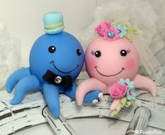 Can anyone figure out how these are made? Octopus cake topper - via etsy. Super cute for an aquarium wedding.