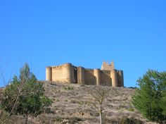 Os invitamos a pasear por el castillo de Davalillo San Asensio. #historia #turismo  http://www.rutasconhistoria.es/loc/castillo-davalillo-san-asensio