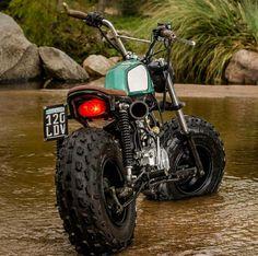 Mini Honda Scrambler by Lucky Custom. Photo by Raul Origlia Honda Scrambler, Scrambler Motorcycle, Tracker Motorcycle, Moto Bike, Tw 125, Mini Motorbike, Vw Rat Rod, Custom Rat Rods, Mini Chopper