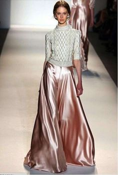 Cómo combinar las faldas largas en invierno: Fotos de modelos - Falda larga raso con jersey de lana