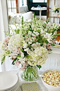 Flower Arranging Made Easy - Shannon Claire