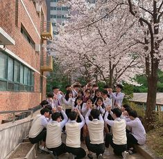Korean Friends, Best Friends, Art School, High School, Best Friend Pictures, School Outfits, Ulzzang, Random Things, Squad