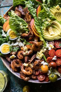 Chipotle Shrimp Cobb Salad with Jalapeño Corn Vinaigrette –> the BIG Sunday night cobb salad that doubles as Monday lunch. Spicy chipotle shrimp, cherry tomatoes, bacon, avocado, n' … Summer Salad Recipes, Summer Salads, Vinaigrette, Chipotle, Ensalada Cobb, Cobb Salad, Healthy Salads, Healthy Recipes, Rib Recipes