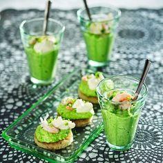 Grön ärtmousse med räkor och pepparrrotscrème