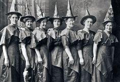 Costume Halloween, Halloween Costumes Pictures, Witch Costumes, Halloween Images, Fall Halloween, Happy Halloween, Halloween Witches, Halloween Party, Halloween Humor