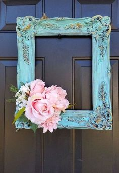 Wreath Something Old, Something New Love ! This Beautiful Simple And Unique DIY Shabby Chic picture frame door wreath ! This Beautiful Simple And Unique DIY Shabby Chic picture frame door wreath ! Shabby Chic Picture Frames, Old Picture Frames, Picture Frame Wreath, Picture Frame Decorating Ideas, Decorating Frames, Picture Frame Crafts, Painted Picture Frames, Decorating Tips, Painted Frames