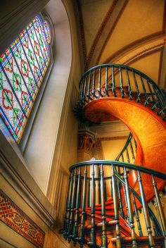 Miraculous Staircase in the Loretto Chapel, Sante Fe, New Mexico... built by an unknown carpenter, using no nails.