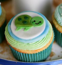 Adorable Turtle Fondant cupcake Toppers by ClaudiaCupcakeLady on Etsy, $16.00