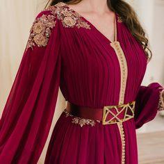 Indian Fashion Dresses, Abaya Fashion, Muslim Fashion, Fashion Outfits, Kaftan Designs, Mode Turban, Designer Bridal Lehenga, Sleeves Designs For Dresses, Moroccan Dress