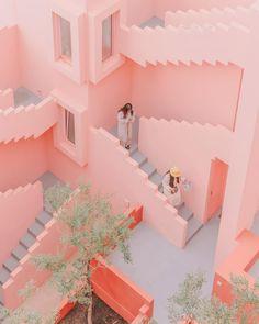 Fotos de viajes capturan un mundo color pastel al estilo de Wes Anderson Wes Anderson, Imagenes Color Pastel, Fotografia Vsco, Pink Aesthetic, Aesthetic Collage, Pool Designs, Wall Collage, Pastel Colors, Pastels