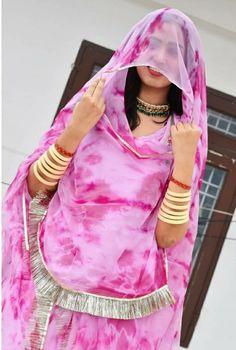 Rajasthani Bride, Rajasthani Dress, Dress Indian Style, Indian Dresses, Stylish Dresses For Girls, Girls Dresses, Indian Costumes, Rajputi Dress, Punjabi Girls