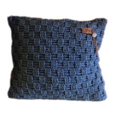 "By RoOmieY: Kussen hoes ""Basket weave stitch"" haken Crochet Diy, Crochet Pillow, Crochet Home, Crochet Stitches, Knitting Patterns, Crochet Patterns, Knitted Cushions, Crochet Clothes, Basket Weaving"