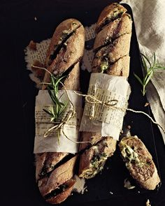 Cheesy Garlic & Herb Butter Baguettes Ingredients: 1 baguette, 1 clove garlic, ½ stick butter, cup strong cheese (such as Appenzeller), 3 tablespoons fresh herbs (parsley and rosemary) Think Food, Love Food, Garlic Herb Butter, Garlic Bread, Herb Bread, Rosemary Bread, Sweet Paul, Bagels, Food Presentation