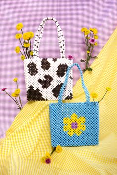 New Cheap Bags. The location where building and construction meets style, beaded crochet is the act of using beads to decorate crocheted products. Beaded Purses, Beaded Bags, Crochet Purses, Beaded Jewelry Patterns, Beading Patterns, Art Perle, Popular Handbags, Diy Handbag, Accesorios Casual