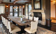 Красивая и современная столовая с камином