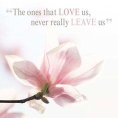 """""""The ones that LOVE us, never really LEAVE us"""" #Hallmark #HallmarkNL #Wenskaart #herinnering #herinneringskaarten #sympathy #inlovingmemory #vooraltijdinmijnhart"""