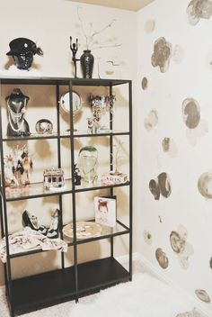 jewelry display and hand-painted walls via CaraLoren'