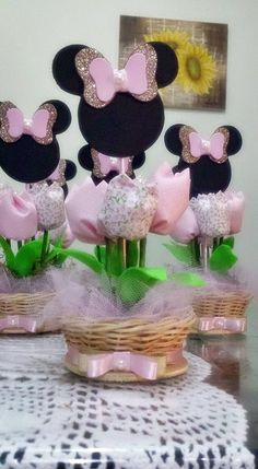 first birthday decoration ideas Minnie Mouse Birthday Decorations, Minnie Mouse Theme Party, Mickey Party, Mouse Parties, Girl Birthday Themes, Barbie Birthday, Minnie Birthday, Daisy Duck Party, Mickey E Minnie Mouse