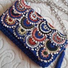 Hand Knitted Bags Patterns - Knittting C - Diy Crafts Crochet Bikini Pattern, Crochet Clutch, Crochet Handbags, Crochet Purses, Crochet Patterns, Crochet Bags, Knitting Blogs, Knitting Kits, Handmade Kids Bags