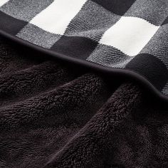 FLEECE BLOCK CHECKED LARGE BLANKET, BLACK Large Blankets, Cozy Blankets, Uniqlo, Comfy, Black, Hats And Caps, Ladies Accessories, Black People