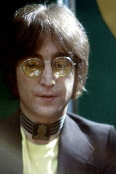 Aside from creating an extraordinary amount of iconic songs, John Lennon was also capable of inspiring and entertaining millions with a single spoken senten. The Beatles 1, Beatles Photos, John Lennon Beatles, John Lennon Quotes, John Lenon, Imagine John Lennon, The Fab Four, Ringo Starr, Inspirational Videos